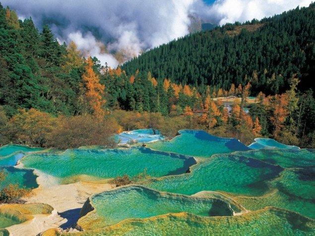 sichuan-jiuzhaigou-valley_98715-1400x1050.jpg
